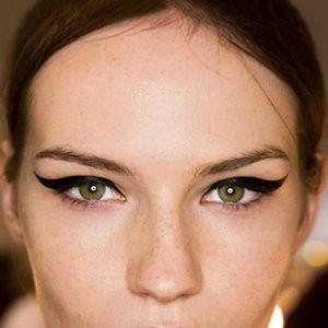стрелки на глазах - модный тренд сезона