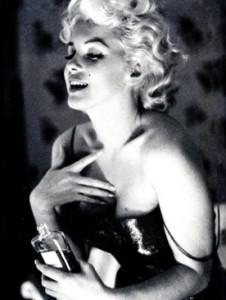 Способ нанесения парфюма зависит от концентрации аромата и характеристик флакона