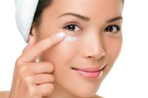Как выбрать лучший крем для кожи вокруг глаз