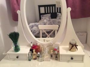 Туалетный столик с парфюмерией
